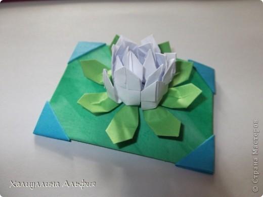"""Для выполнения этой коллекции под названием """"Лето - периодично, цветы - вечны"""" мне понадобился картон, бумага, клей, ножницы (само собой разумеющееся), а также ткань, которой я обтянула сами карточки, и которую я преждевременно выкрасила в неровный зеленый (имитация травы). Еще мне понадобились бусинки жемчужного цвета. фото 6"""