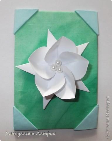 """Для выполнения этой коллекции под названием """"Лето - периодично, цветы - вечны"""" мне понадобился картон, бумага, клей, ножницы (само собой разумеющееся), а также ткань, которой я обтянула сами карточки, и которую я преждевременно выкрасила в неровный зеленый (имитация травы). Еще мне понадобились бусинки жемчужного цвета. фото 9"""