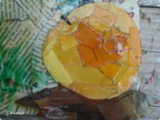 вот сделал открыточку в подарок, использовал: 1. лас древесный прозрачный,на масляной основе 2.бумага журнальная 3.краска масляная-зеленая ,желтая,красная 4.картон для основы фото 2