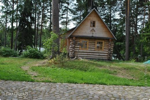 Сегодня мы отправимся в Смоленский скит. Дорога в него пролегает через лес - красивый и величественный. Расстояние до скита примерно 3 км фото 6