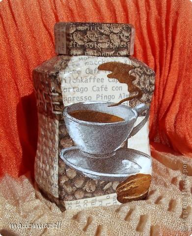 Вот решила ничем не отличаться од других жительниц Страны Мастеров и тоже сделать себе кофейную баночку. Использовала два вида салфеток, яичную скорлупу. фото 1