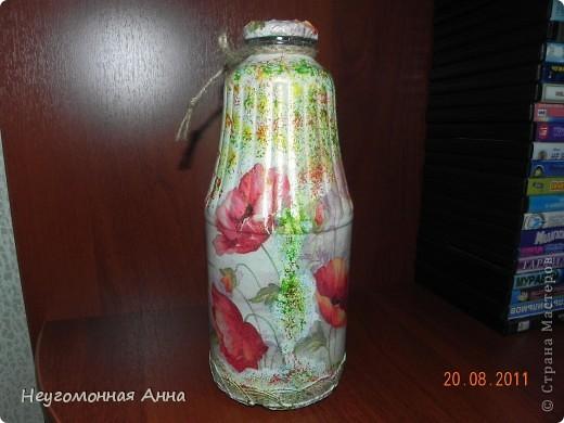 Вот такая бутылочка у меня родилась. Салфетки, шпатлёвка, перламутровая краска на всю бутылочку (и на салфетки в том числе), лак. фото 2