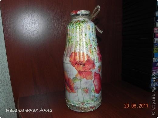 Вот такая бутылочка у меня родилась. Салфетки, шпатлёвка, перламутровая краска на всю бутылочку (и на салфетки в том числе), лак. фото 3