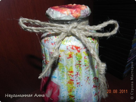 Вот такая бутылочка у меня родилась. Салфетки, шпатлёвка, перламутровая краска на всю бутылочку (и на салфетки в том числе), лак. фото 5