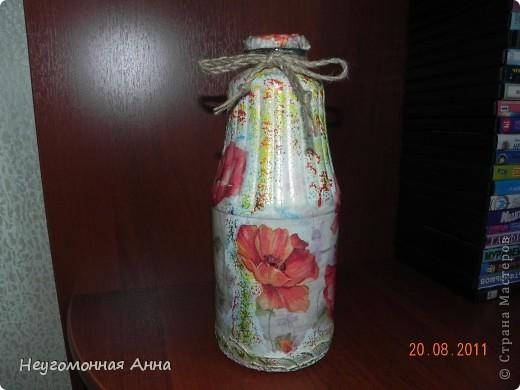 Вот такая бутылочка у меня родилась. Салфетки, шпатлёвка, перламутровая краска на всю бутылочку (и на салфетки в том числе), лак. фото 1
