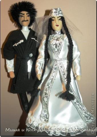 Сегодня наша подруга из Израиля наконец дождалась от нас гостей http://stranamasterov.ru/node/229679?c=favusers и мы можем смело похвастаться их многочисленной родней (в Грузии по иному не бывает)  Три пары оделись для Вас в наряды жениха и невесты  фото 1