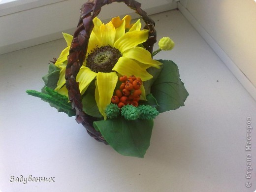 Закончила вот такую корзиночку с декоративными цветами фото 1
