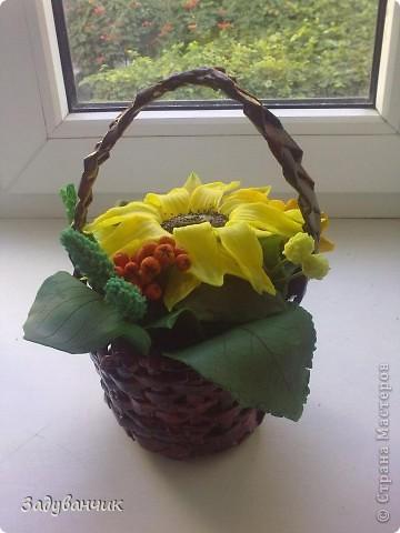 Закончила вот такую корзиночку с декоративными цветами фото 3