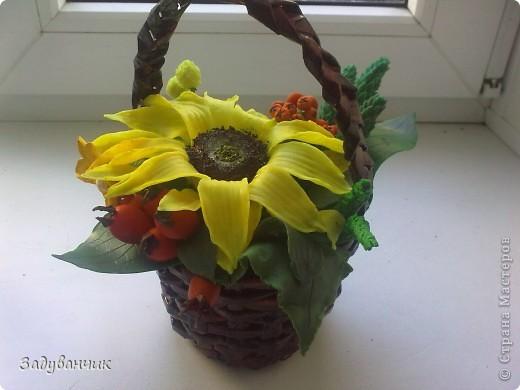 Закончила вот такую корзиночку с декоративными цветами фото 5