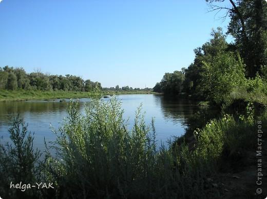 Живём в Самаре-городе  на берегу Волги. но отдыхать вот уже несколько лет ездим не на Волгу, а на малые реки. В черте города всё приватизировано и застроено. Близко к реке не подъедешь, Машину оставлять где попало опасно да и возвращаться пешком далеко и в гору. На городском пляже слишком жарко, тесно, много курящих и сквернословящих.Поэтому мы и ездим на реки Кинель, Самару и Сок. Это река Кинель. Правда красиво? фото 5