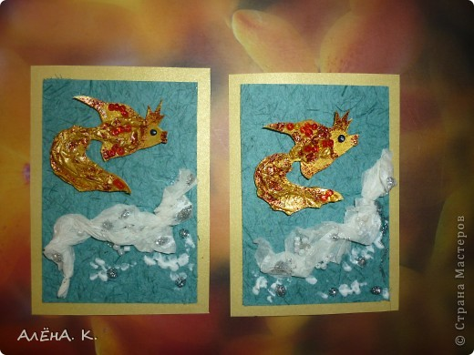 """Моя новая серия АТС и снова почти вся предназначена для раздачи долгов. Здесь я немножко усложнила технику, примененную в """"Рептилиях"""": чешуйки у рыбок сделаны с помощью перекрученных жгутиков из папиросной бумаги. Рыбки раскрашены акрилом, цвет """"Золото майя"""" (название понравилось))) Использована бумага ручной работы (оттенок морской воды и вдохновил на морскую тему))). Изо всех сил старалась изобразить пену морскую) Кредиторам отправлю приглашения. Очень хочу, чтобы первой выбрала себе рыбку natabel, так как в прошлый раз ей совсем не осталось выбора. Если не нравится, напишите, будем решать проблему. фото 6"""