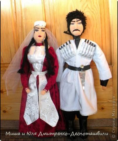 Сегодня наша подруга из Израиля наконец дождалась от нас гостей http://stranamasterov.ru/node/229679?c=favusers и мы можем смело похвастаться их многочисленной родней (в Грузии по иному не бывает)  Три пары оделись для Вас в наряды жениха и невесты  фото 3