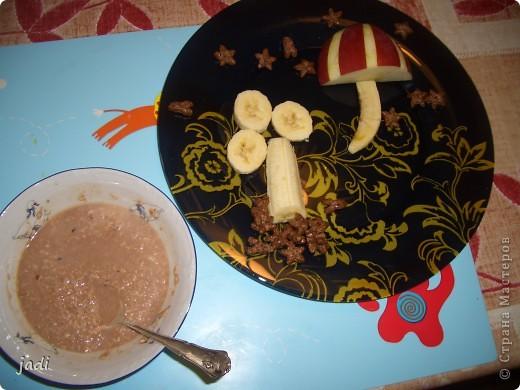 завтрак сыночку-овсяная кашка и фрукты фото 1