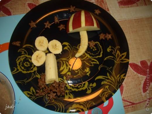 завтрак сыночку-овсяная кашка и фрукты фото 2