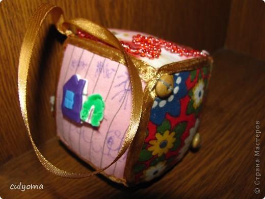 """Вот такой лоскутный мячик-кубик-погремушку из книги Галины Дайн """"Лоскутные мячики из Хотькова"""" я сшила буквально за 1 день. фото 6"""