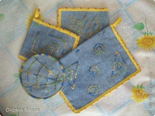Вот такие прихваточки образовались из обрезанных старых джинсов.  фото 1
