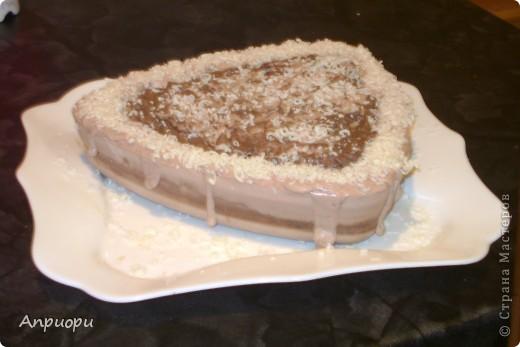 Торт шоколадно-сливочный, по крайней мере по виду)) Темный слой - кофейный скраб, а слой тот что посветлее варился на свекольном отваре, правда на красный цвет нет и намёка.  фото 1