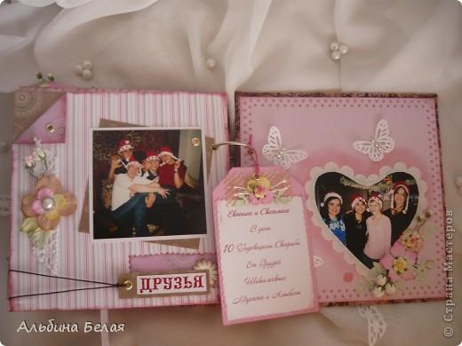Вот такой подарок сделала на годовщину свадьбы знакомой. Альбом на 5 разворотов, размер 21х21 см. Обложка мягкая, из ткани. фото 19