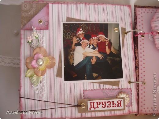 Вот такой подарок сделала на годовщину свадьбы знакомой. Альбом на 5 разворотов, размер 21х21 см. Обложка мягкая, из ткани. фото 20