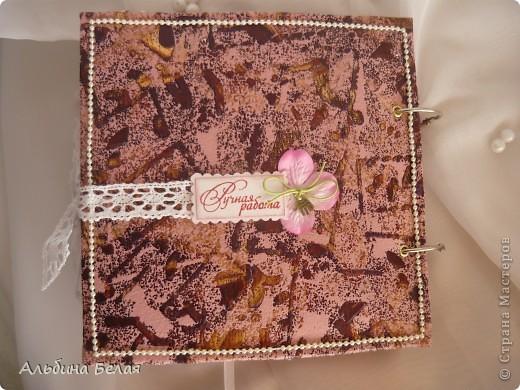 Вот такой подарок сделала на годовщину свадьбы знакомой. Альбом на 5 разворотов, размер 21х21 см. Обложка мягкая, из ткани. фото 22