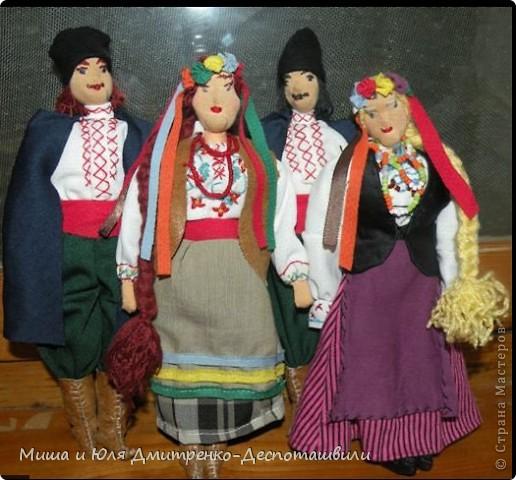 Сегодня наша подруга из Израиля наконец дождалась от нас гостей http://stranamasterov.ru/node/229679?c=favusers и мы можем смело похвастаться их многочисленной родней (в Грузии по иному не бывает)  Три пары оделись для Вас в наряды жениха и невесты  фото 8