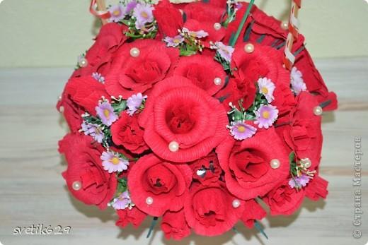 Моя первая сладкая корзиночка роз сделана в подарок на День рождение подружке. фото 1