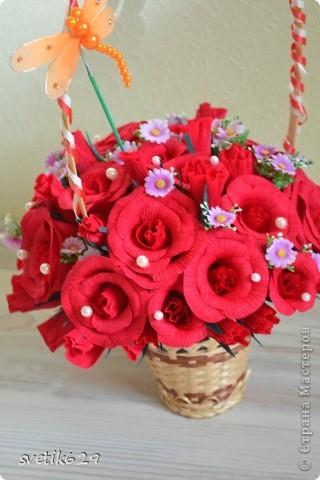 Моя первая сладкая корзиночка роз сделана в подарок на День рождение подружке. фото 4