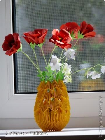 """Букет из красных маков и белых колокольчиков в самодельной вазочке. Маки - модуль """"Лилия"""" или """"Ирис"""", ссылочка на МК http://stranamasterov.ru/node/47890.  фото 6"""