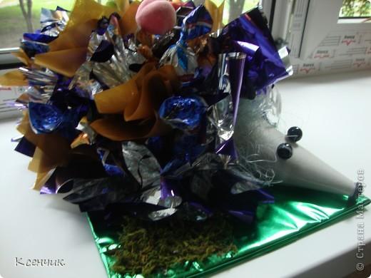 Ёжик из конфет фото 3