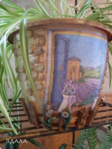 Здравствуйте! Вот поплотила идею по декору цветочного горшка. Кирпичики и заборчик из соленого теста. фото 2