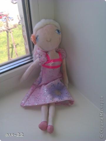 Этой девушке нравятся все оттенки розового и цветы. фото 1