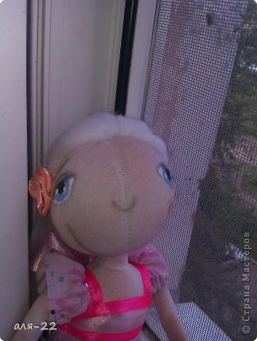 Этой девушке нравятся все оттенки розового и цветы. фото 3