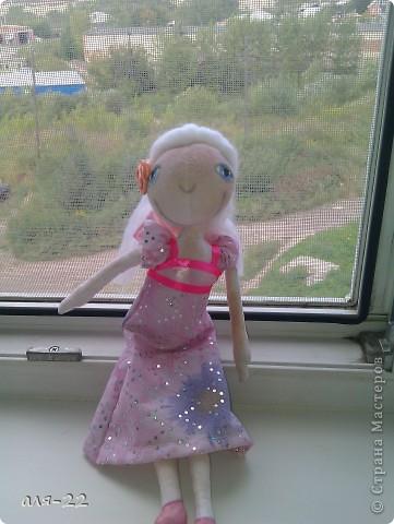 Этой девушке нравятся все оттенки розового и цветы. фото 4