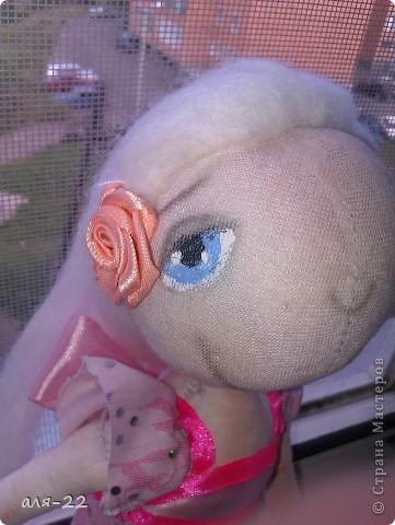 Этой девушке нравятся все оттенки розового и цветы. фото 5
