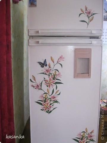 Декупаж деревенского холодильника фото 1