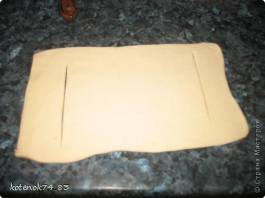 Эти вкусные порционные лодочки подойдут и для праздника и для семейного ужина... Оригинал рецепта находится вот здесь http://www.stranamam.ru/post/948810/  Понадобится... картофель - 1 кг. мясо (любое- но лучше курицу - нежнее и вкуснее) - 400 гр. луковица - 1 большая огурчики соленые -3-4 шт тесто слоеное - 500 гр.(у меня было готовое, бездрожжевое, резаное на квадраты...) яйцо - 1 шт.(смазать лодочки) сыр твердый-50 гр(для посыпки лодочек).  фото 7