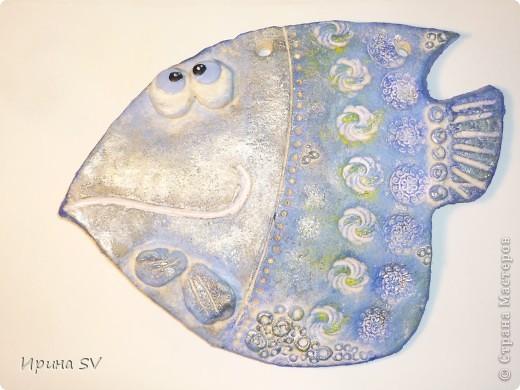 Вот она моя драгоценная первая рыба!  Вдохновительницей стала Дватая (талантище).          Сзади - трещина заливала её лаком, так и не залилась. При сушке рыбка деформировалась чуток, но это только её украсило. фото 4