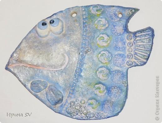 Вот она моя драгоценная первая рыба!  Вдохновительницей стала Дватая (талантище).          Сзади - трещина заливала её лаком, так и не залилась. При сушке рыбка деформировалась чуток, но это только её украсило. фото 1