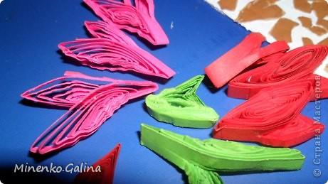 Однажды в СМ прочла о китайской технике изготовления цветов и листьев в технике квиллинг, когда уже готовый лепесток разрезается пополам полностью или частично. фото 2