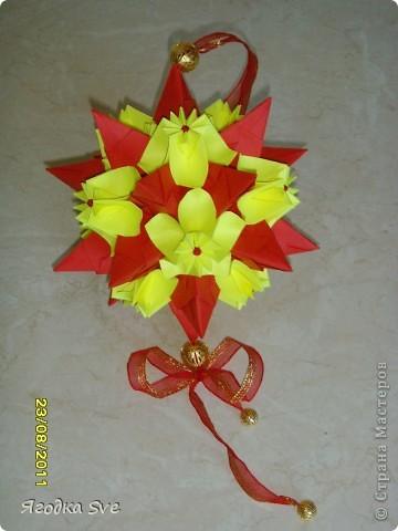 Основа - торнилло, цветочки -  видоизмененный модуль пуансетии, автор Татьяна Высочина. фото 1