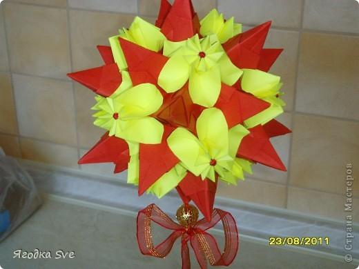 Основа - торнилло, цветочки -  видоизмененный модуль пуансетии, автор Татьяна Высочина. фото 2