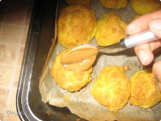 Никогда не думала, что эклеры это так просто! Я все время думала, что такую вкусность готовить трудно, но все оказалось очень легко, а главное - очень вкусно:) Теперь я готовлю их часто, экспериментируя с начинками. фото 7