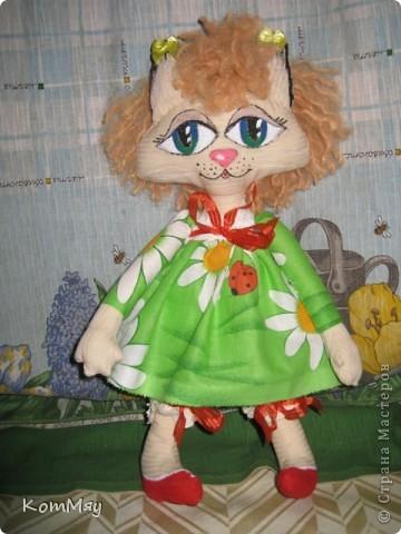 Ну, вот я опять в своём репертуаре: если уж шить, то, конечно, кошечек. К тому же, Сенька (мой тильдозая) загрустил как-то без подружки... А Агата уже была к тому времени в проекте. Вот я её быстренько и дошила.  фото 4