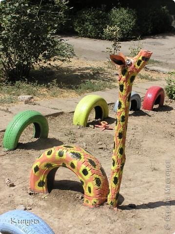 Решили мы организовать в нашем дворе небольшую детскую площадку. Привезли 40 ненужных покрышек от авто из ближайшего автосервиса. И тут началось! фото 5