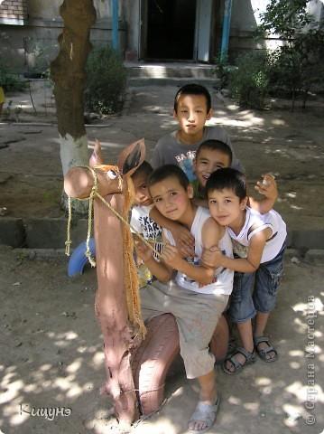 Решили мы организовать в нашем дворе небольшую детскую площадку. Привезли 40 ненужных покрышек от авто из ближайшего автосервиса. И тут началось! фото 11