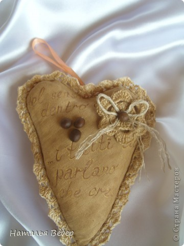 Текстильные ароматические сердца,а-ля в чердачном стиле. Сшиты из бязи,наполнение синтепух,пропитаны смесью кофе+корица+ваниль.Длина около 20см и около 10см. фото 4