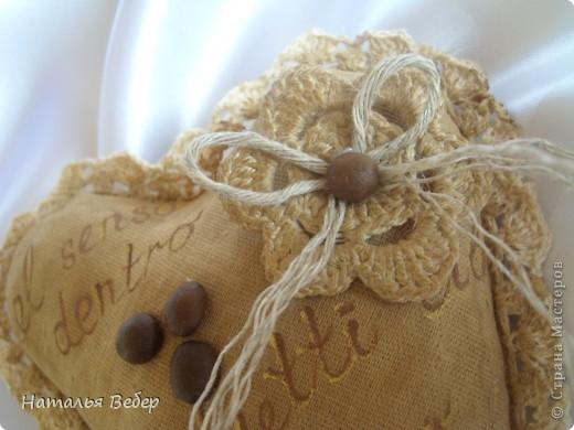 Текстильные ароматические сердца,а-ля в чердачном стиле. Сшиты из бязи,наполнение синтепух,пропитаны смесью кофе+корица+ваниль.Длина около 20см и около 10см. фото 5