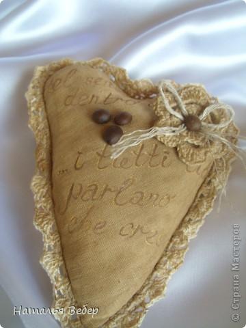 Текстильные ароматические сердца,а-ля в чердачном стиле. Сшиты из бязи,наполнение синтепух,пропитаны смесью кофе+корица+ваниль.Длина около 20см и около 10см. фото 6