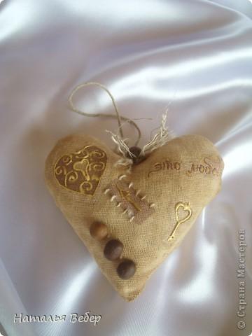 Текстильные ароматические сердца,а-ля в чердачном стиле. Сшиты из бязи,наполнение синтепух,пропитаны смесью кофе+корица+ваниль.Длина около 20см и около 10см. фото 11