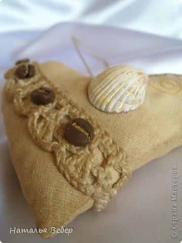 Текстильные ароматические сердца,а-ля в чердачном стиле. Сшиты из бязи,наполнение синтепух,пропитаны смесью кофе+корица+ваниль.Длина около 20см и около 10см. фото 13